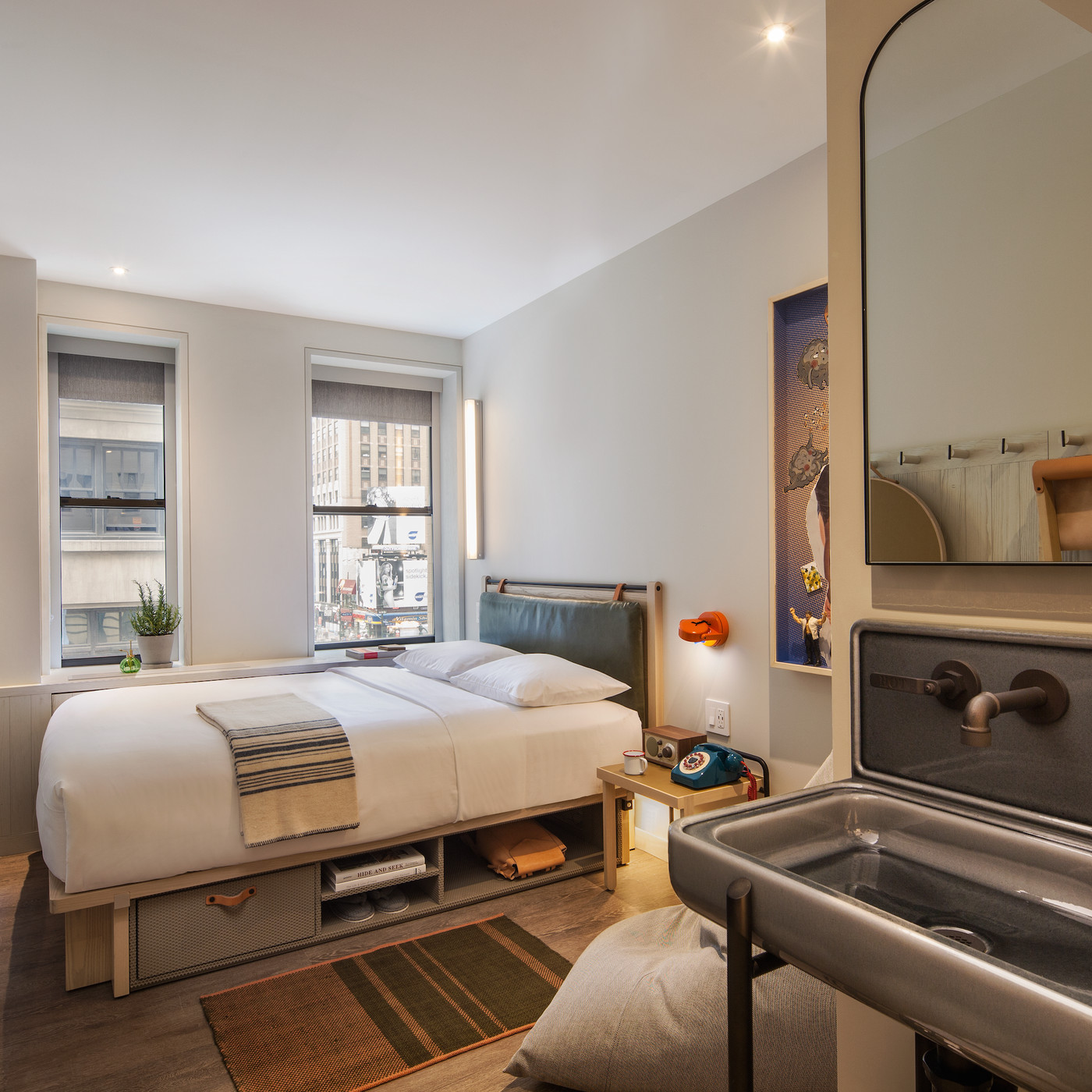 Moxy Hotels launches its NYC flagship in a landmarked Midtown building - Curbed NY