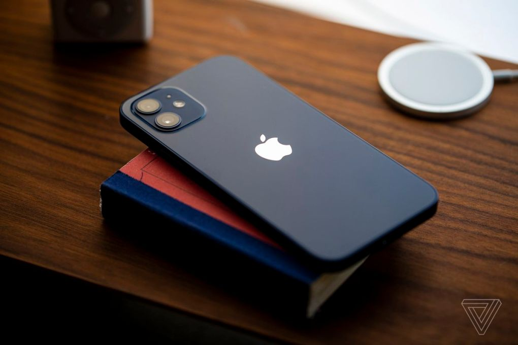 IPhone 12, màu xanh lam.