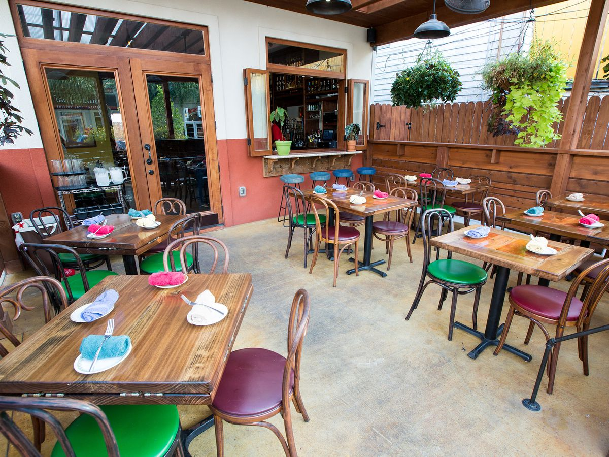 covered patio dining in new orleans