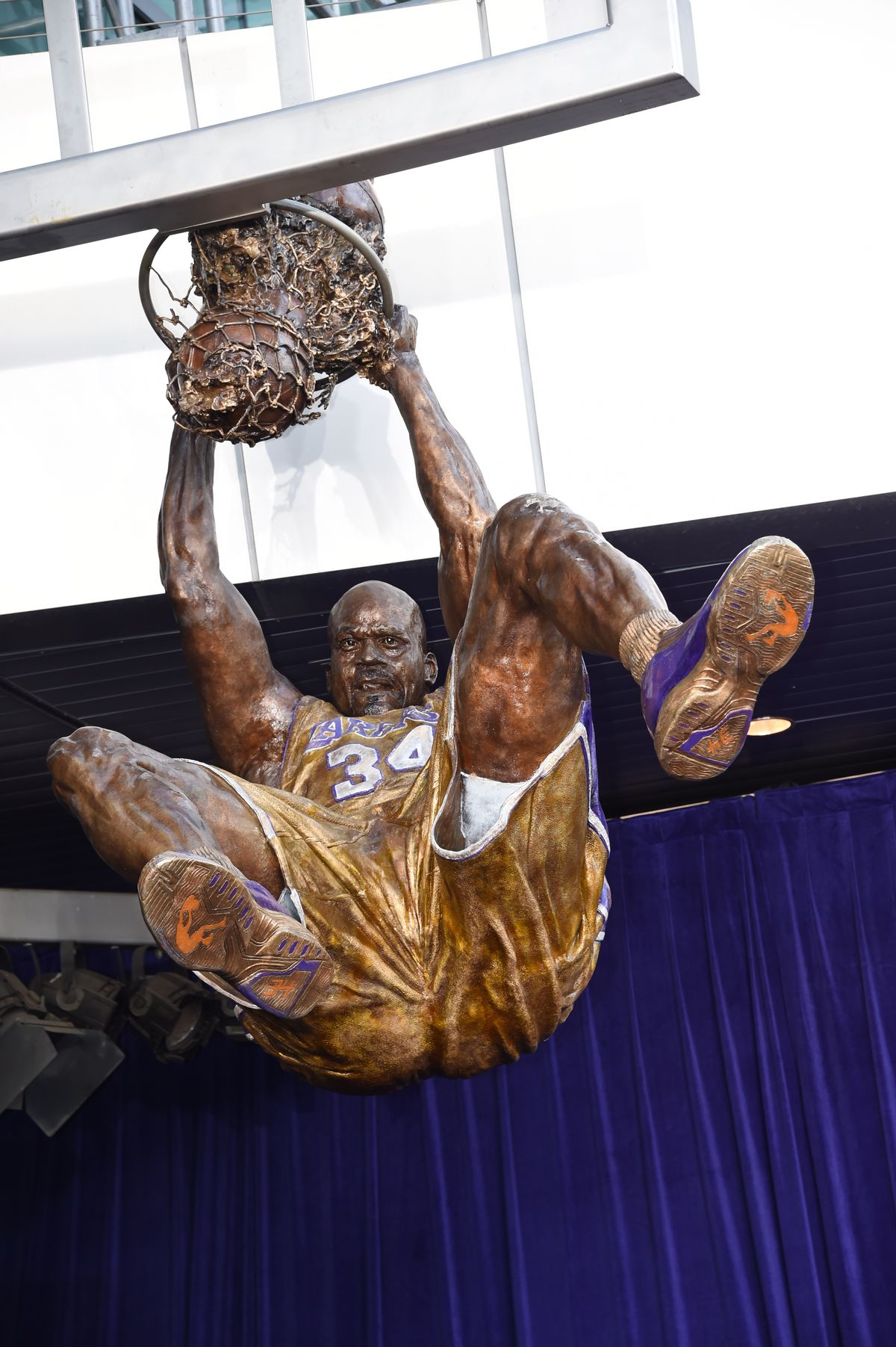 Shaquille O Neal Statue At Staples Center Officially