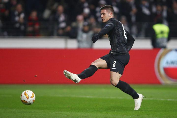 Jovic segna un goal decisivo con l'Eintracht | Numerosette Magazine