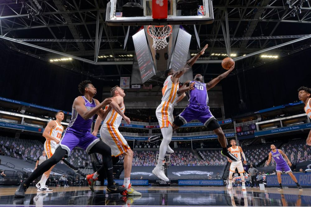 Hawks lose back-and-forth game in Sacramento, 110-108 - Peachtree Hoops