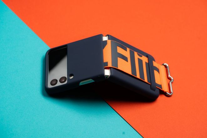 Samsung'un şık yeni kasasında Galaxy Z Flip 3.