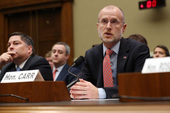 Funcionários da FCC testemunham perante o Comitê de Energia e Comércio da Câmara