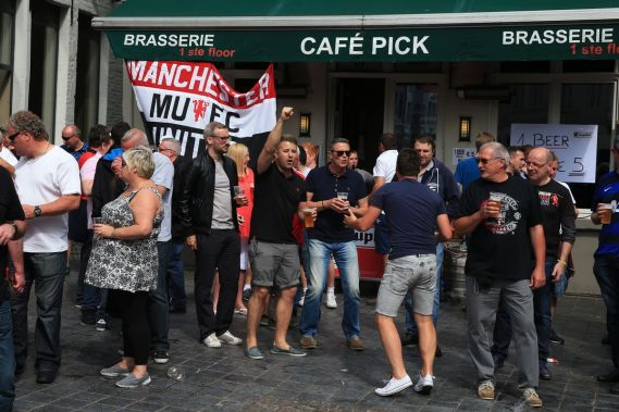 Manchester United fans angry at mistreatment in Brugge