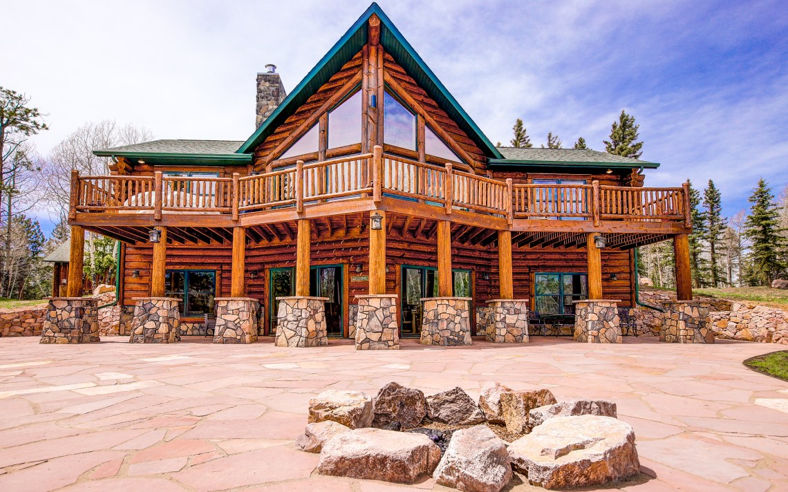 The Exterior And Back Porch Of The Ski Home Prow Log Cabin Kit Home All Photos Courtesy Of Golden Eagle Log Timber Homes