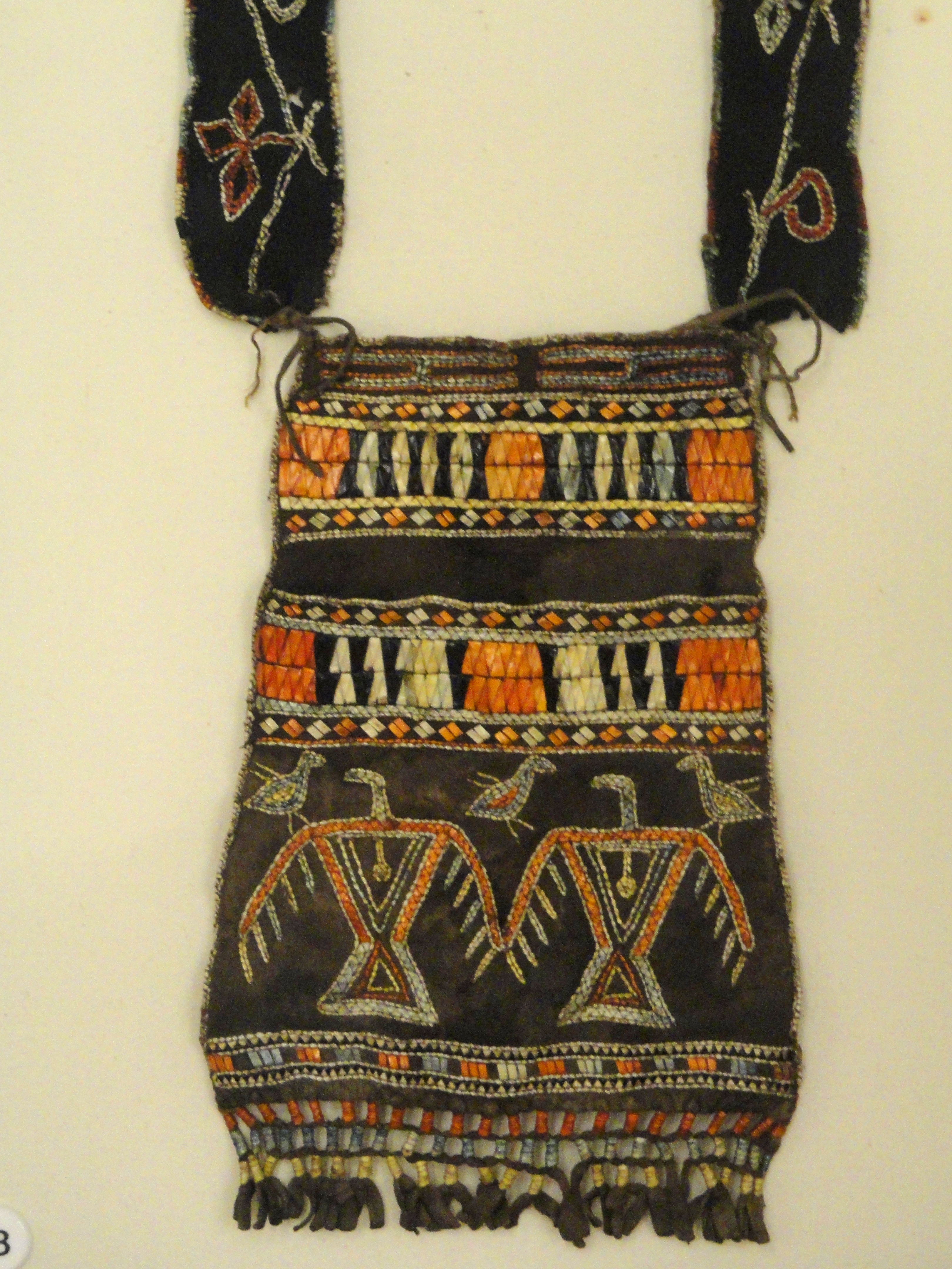 Pouch, southeastern Ojibwa, with porcupine quills, from Boston Museum Collection - Native American collection - Peabody Museum, Harvard University - DSC05441.JPG