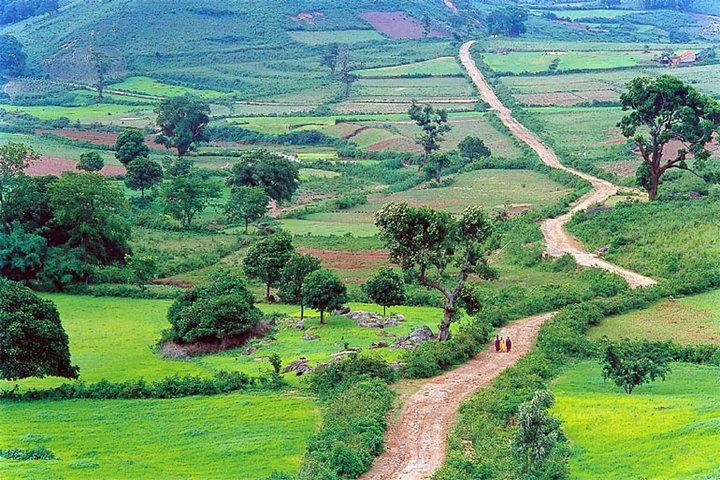 https://i1.wp.com/cdn.walkthroughindia.com/wp-content/uploads/2012/10/Araku-Valley-of-eastern-ghats.jpg