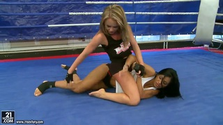 Lesbo catfight between_Jessica Moore & Kyra Black thumb