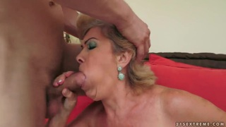 Mature babe_Effie is fucking with an younger guy thumb
