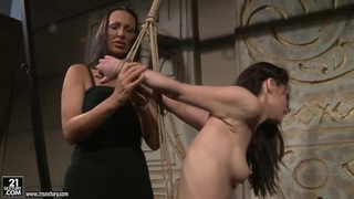Mandy Bright showing to Aleksandra Black how to_be fully satisfied thumb