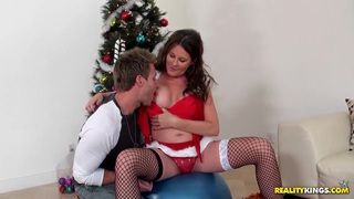 Sexy MILF Bella Offers Up Her Body For A Holiday Gift thumb