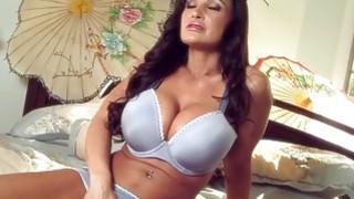 Massive Tits MILF Lisa Ann thumb