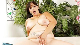 Horny milf Savannah Star gets her pussy reamed har thumb