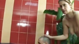 One armed man fucking a_young babe in the bathtub thumb