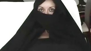 Iranian Muslim Burqa Wife gives Footjob on Yankee Mans Big American Penis thumb