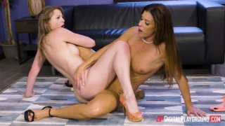 Sunny Lane and India Summer get into some slutty office business thumb