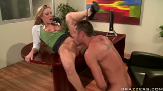 Watering Carolyn Reese gets her pussy eaten dry by Danny Mountain thumb