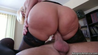 Sluttish cougar boss Mellanie Monroe fucks her young subordinate_right in the office thumb