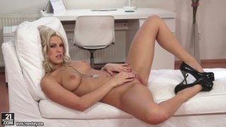 Sizzling babe Blanche Bradburry films in a steamy solo video thumb