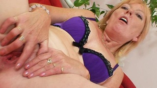 Blonde amateur_milf first time video thumb