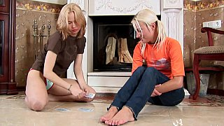 Blonde_fingers_and_fists_her_GF thumb