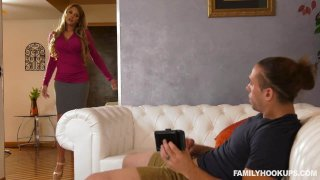 Handy Stepmom Cums To The Rescue thumb