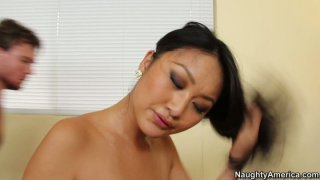 Pocahontas alike Evelyn Lin_rides the cock stretching her tight pussy thumb