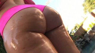 Bootyful Briella Bounce exposes her rounded butt and gives a head to Jon Jon thumb