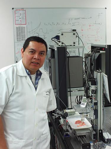 Diseñan bisturí inteligente que localiza tumores cancerígenos en el cerebro - david-oliva-uribe