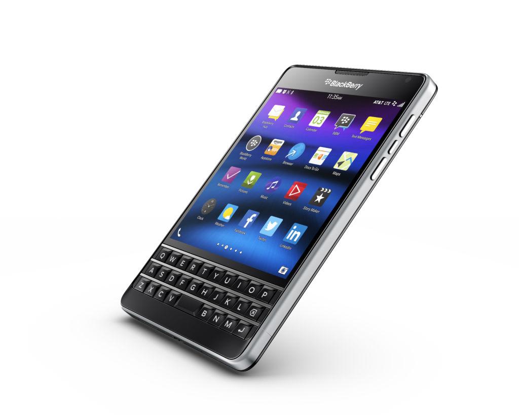 BlackBerry seguirá apostando por teléfonos con teclado QWERTY - blackberry-passport-att