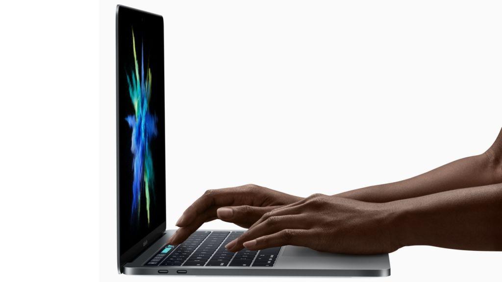 Apple dice por que la nueva MacBook Pro no tiene entrada de tarjeta SD - macbook-pro-2k16-side