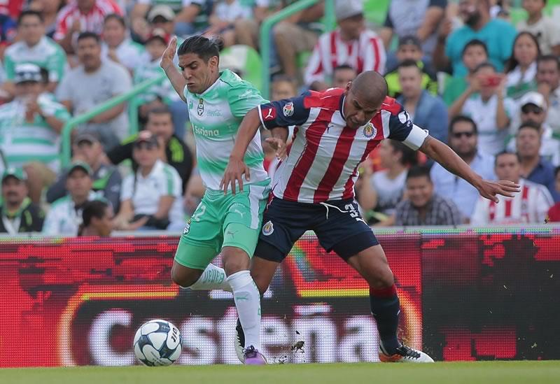 Pizarro evitó la derrota de Chivas de último minuto