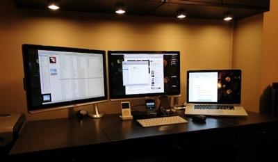 Conecta y configura un segundo monitor en Mac - macbook-pro-with-external-monitor-1