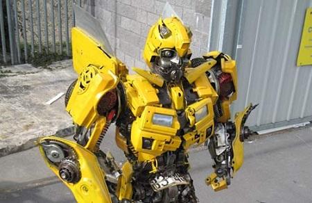 Bumblebee construido con partes reales de un Camaro Bumblebee construido con partes reales de un Camaro