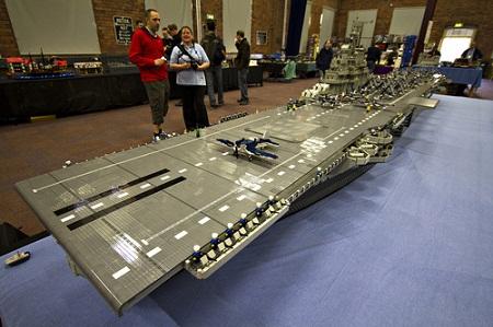 Portaviones americano armado con piezas de Lego - Portaviones-americano-armado-con-piezas-de-Lego