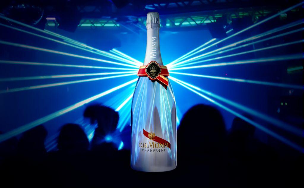 Primera Botella de Champagne Conectada de Manera Digital - la-primera-botella-de-champagne-conectada-de-manera-digital-1