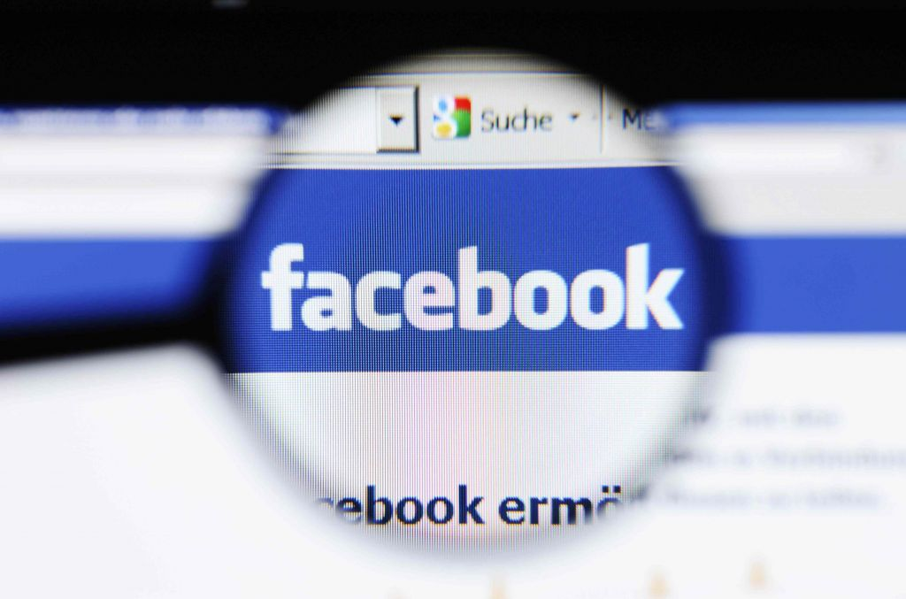 """Alemania declara como ilegal la función """"Buscar Amigos"""" de Facebook - facebook-privacy-foto-profilo"""