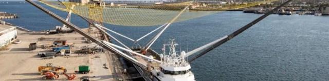 SpaceX'in Geri Dönüşüm Gemisi, Paraşütle Bırakılan Roket Parçalarını Yakalama Çalışmalarına Devam Ediyor