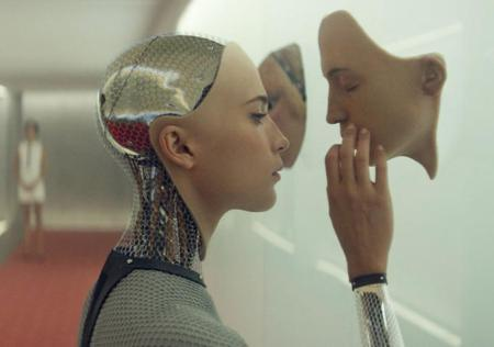 Alicia Vikander als AVA in Ex Machina
