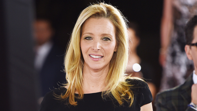 Lisa Kudrow Catches The Girl On The Train