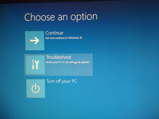 How to fix a Windows 18 that is stuck in factory reset