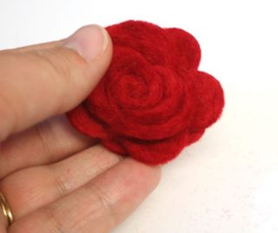 diy-beautiful-felt-rose-mobile-7