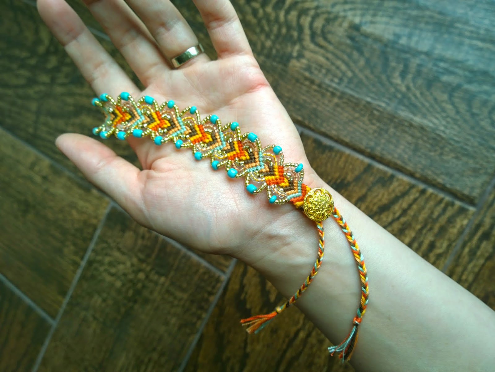 DIY friendship bracelet 0 Wonderful DIY Pretty Leaf Friendship Bracelets