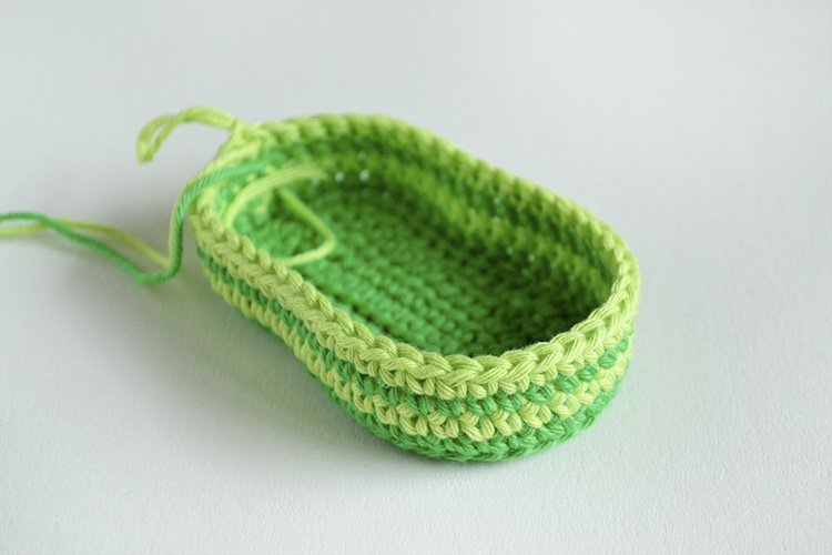 Green Zebra crochet baby booties Cuddly Crochet Baby Booties   Free Pattern and Tutorial