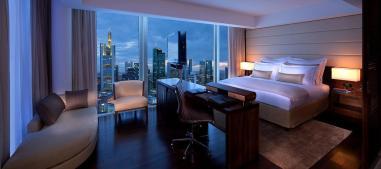 jumeirah-frankfurt-skyline-deluxe-room-hero