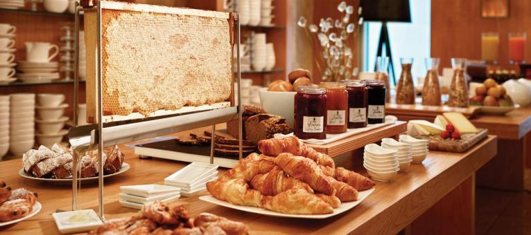 jumeirah_frankfurt_max-on-one-breakfast-buffet-hero