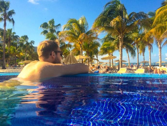 RIU Palace Peninsula Infinity Pool