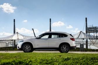 2015 BMW X1 xDrive25i Testfahrt - Seitenansicht (c) BMW AG