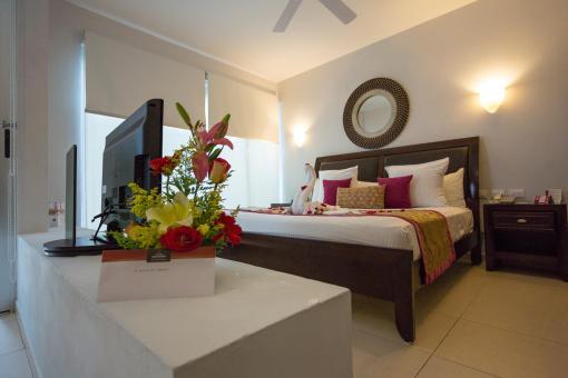 Frische Blumen und ein schön hergerichtetes Bett zur Ankunft